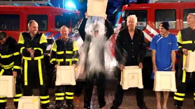 Ice Bucket Challenge voor brandweer 's-Gravenzande