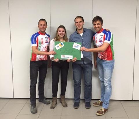 Leerlingenvereniging ISW Gasthuislaan doneert rozenactie aan team Westland