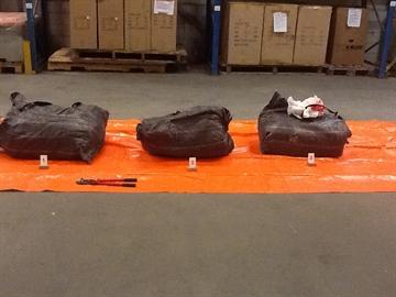 Douane vindt 150 kilo cocaïne in container met metaal