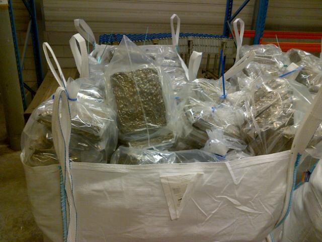 Aanhouding medewerker Douane leidt tot vondst 2800 kilo hennep