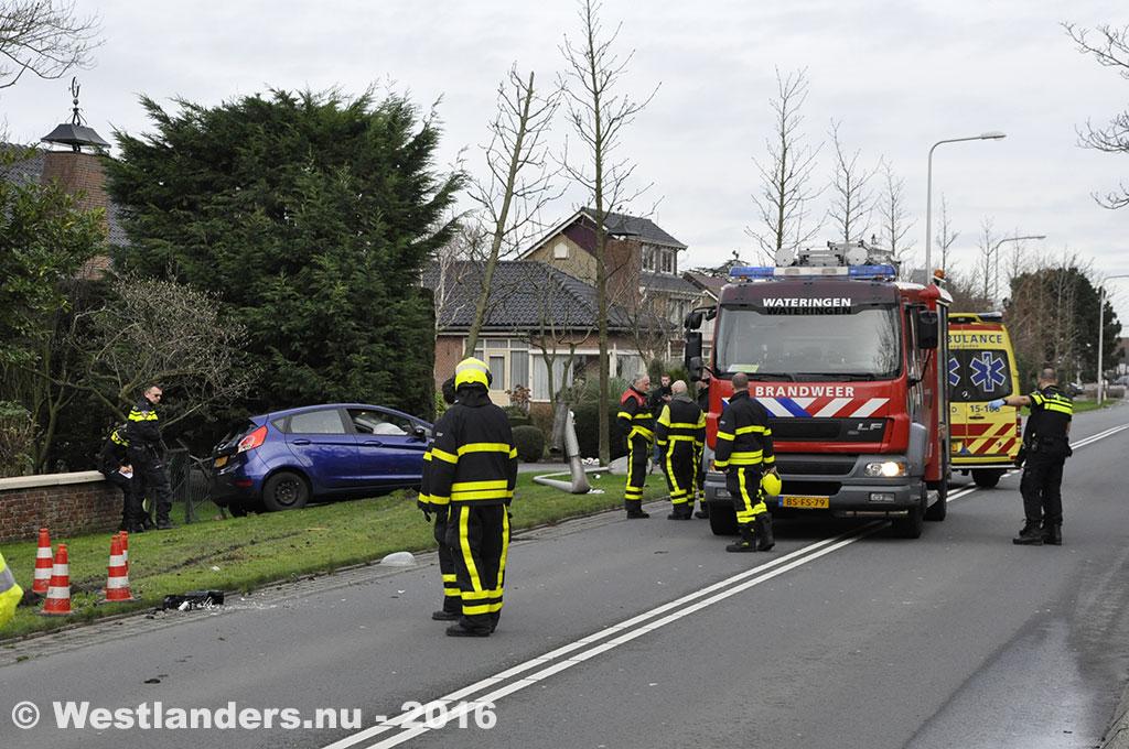 Gewonde bij eenzijdig ongeval op de Poeldijkseweg