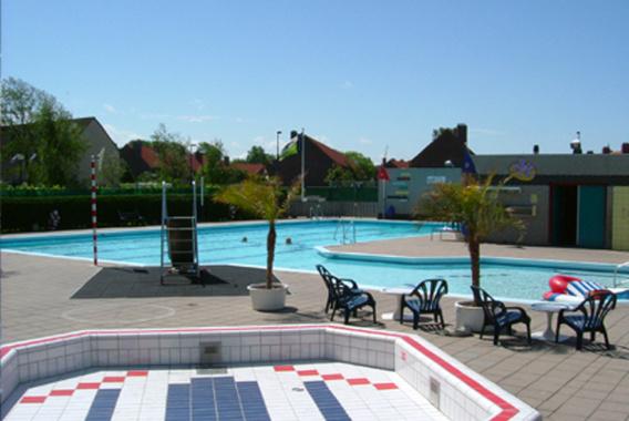 Hoek van Holland in actie voor behoud zwembad