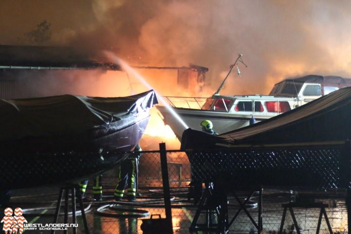 Caravanstalling gedeeltelijk uitgebrand in De Lier