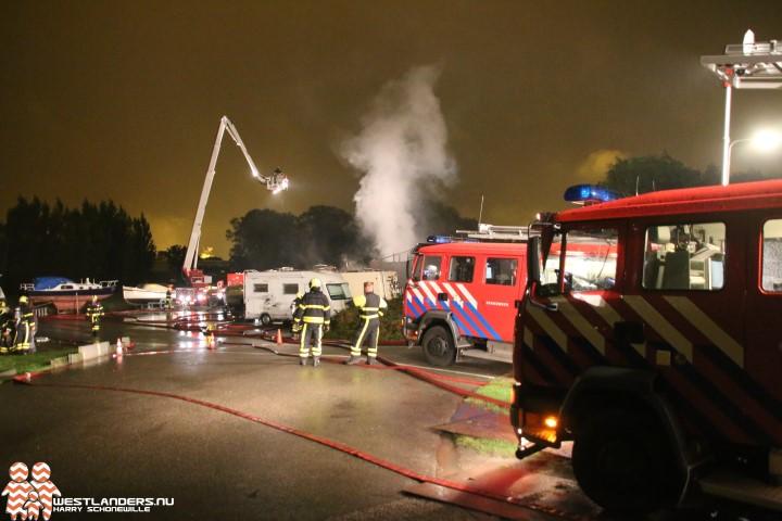 Brandweer beperkt brand opslagloods