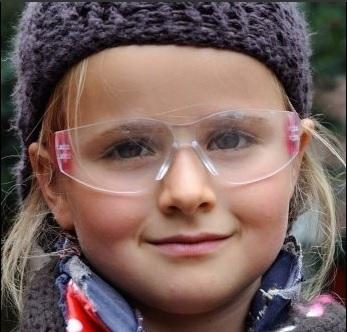 Vuurwerkbrillen op poli oogheelkunde
