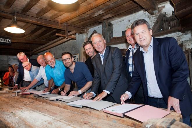 Acht ondernemersverenigingen sluiten overeenkomst Bedrijveninvesteringszone
