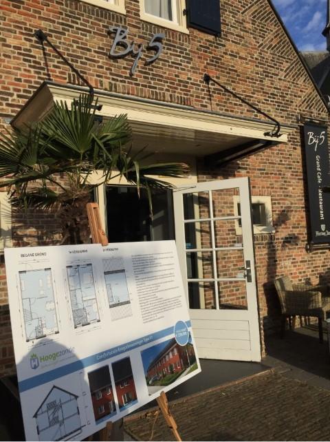 """Start verkoop 24 woningen """"Hoogezande fase 3"""" oogst grote belangstelling."""