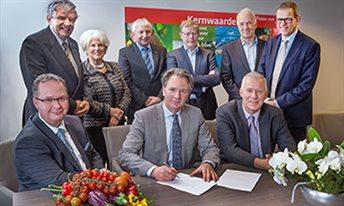 Handtekeningen voor coalitie herstructurering en ontwikkeling glastuinbouw