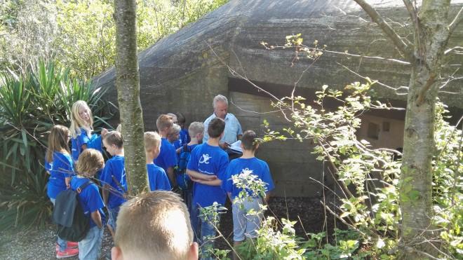 Groep 8 duikt de bunkers in