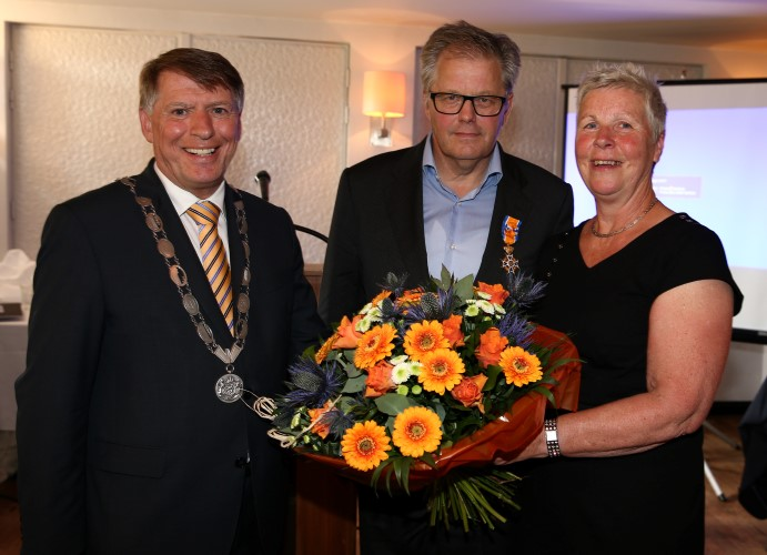 Directeur Bedrijfsvoering RDW benoemd tot Officier in de Orde van  Oranje-Nassau
