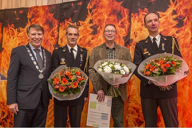 Drie brandweervrijwilligers onderscheiden voor jarenlange inzet