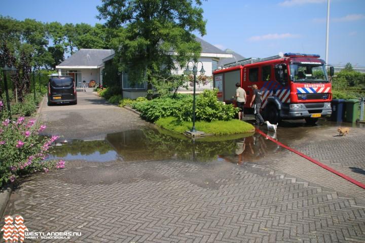 Garage blank door defecte grondwaterpomp