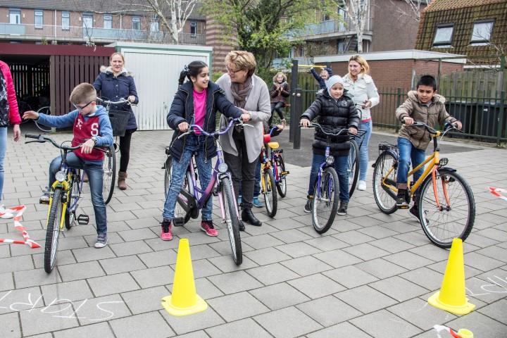 Eerste fiets-en verkeersles schakelklas Westland