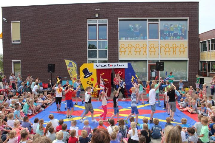 Circus Rotjeknor op WSKO Brede School Westhof