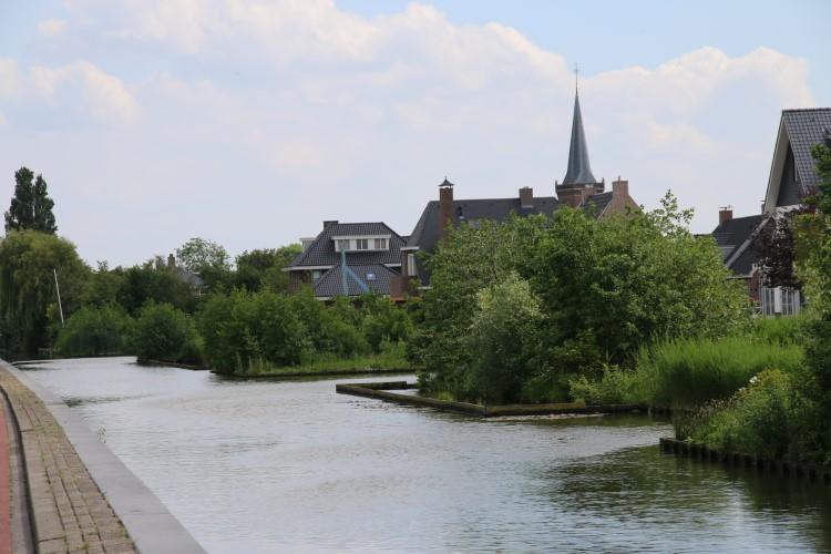 Inwoners Kwintsheul blij met drijvende oever