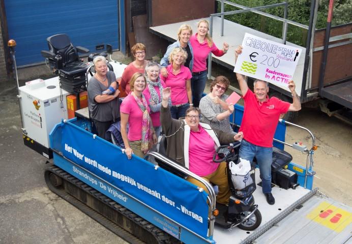 Raadsvrouwen in actie voor de strandrups in Ter Heide