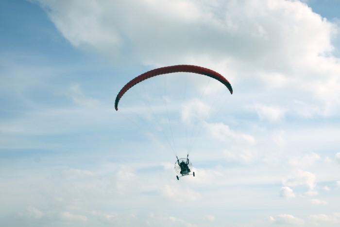 Paramotorvliegen met stichting Westlands Hoop