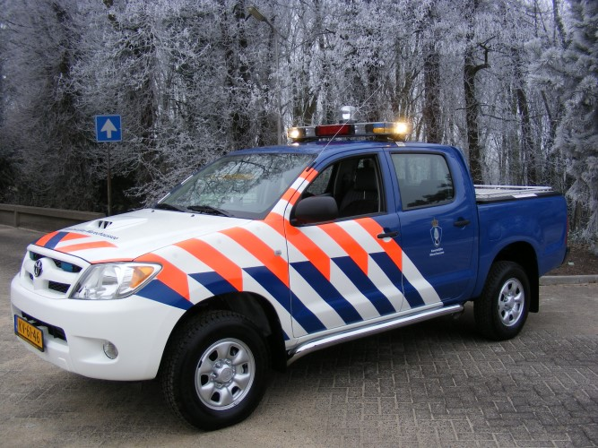 Inval marechaussee in woning