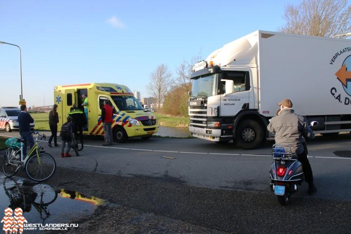 Fietsster gewond na botsing met vrachtwagen