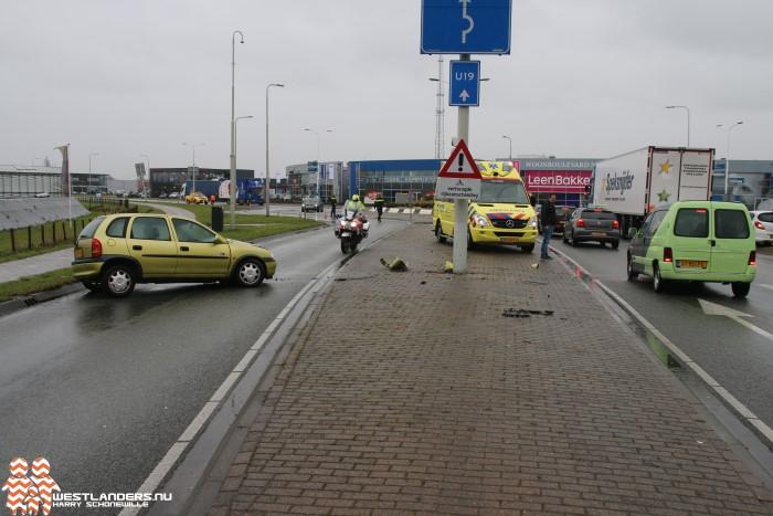 Automobiliste ramt verkeersmast op N213
