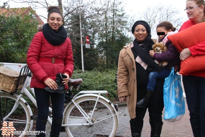 Meisje met been bekneld in fietswiel