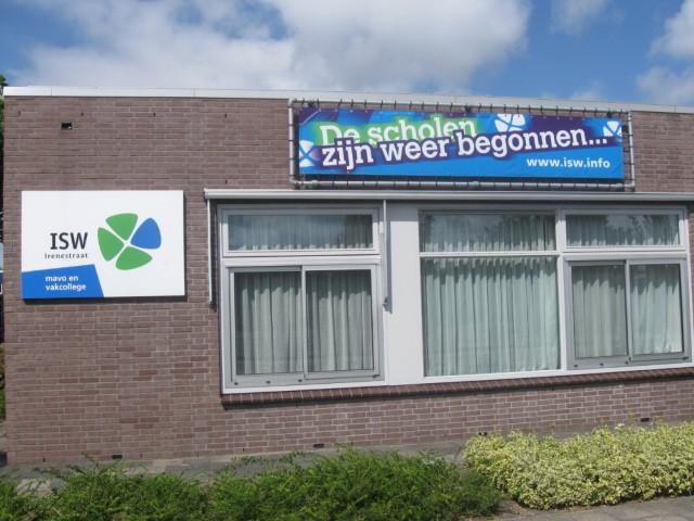 Boek over geschiedenis middelbare school Poeldijk