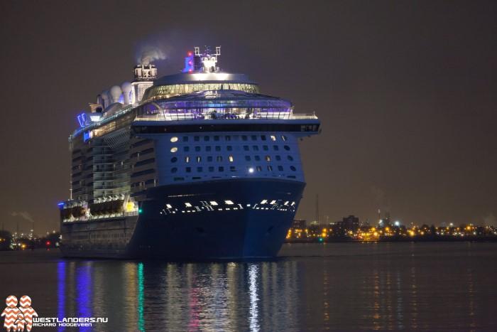 Veel kijkers bij vertrek Ovation of the Seas