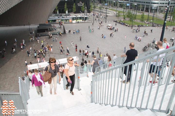 Megatrap in Rotterdam blijft langer staan