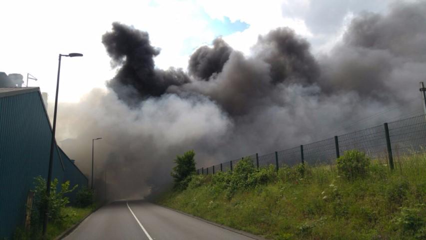 Zeer grote brand in Vlaardingse haven