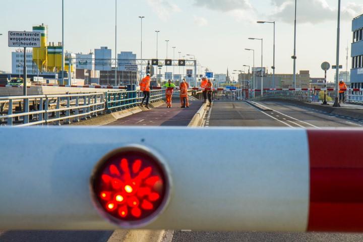 Giessenbrug A20 voorlopig niet open voor scheepvaart
