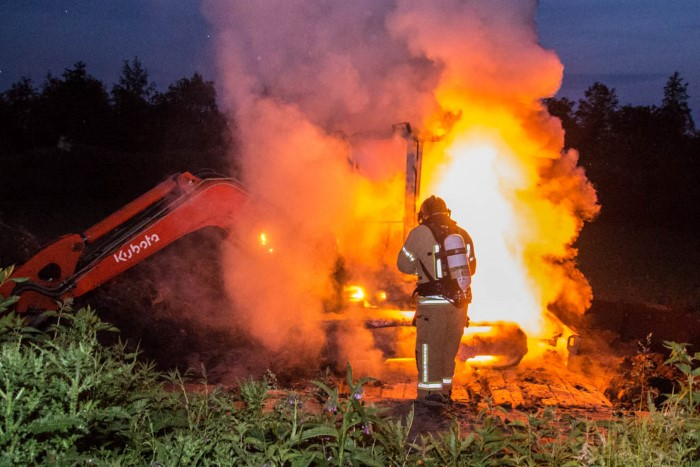 Graafmachine op Vlaardingse gemeentewerf in brand
