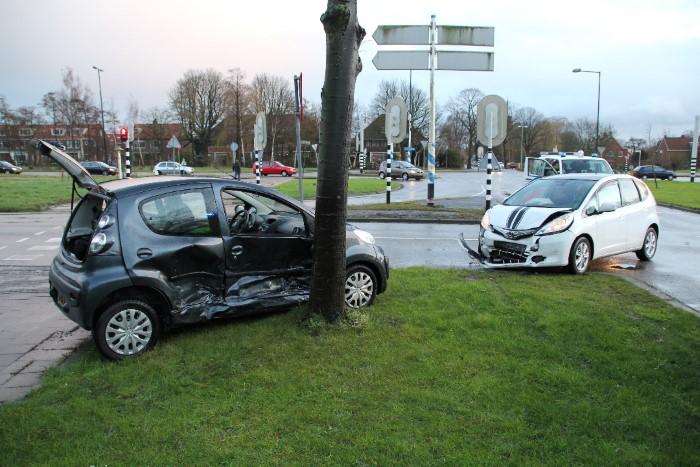Forse aanrijding tussen 2 voertuigen bij A20