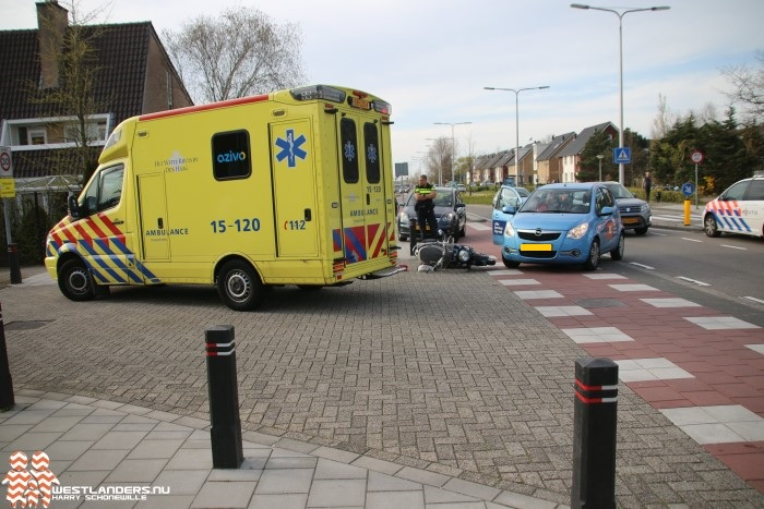 Scooterrijdster gewond bij ongeluk Hoflaan