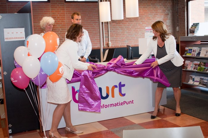 Feestelijke opening Buurt Informatiepunt in Bibliotheek 's-Gravenzande