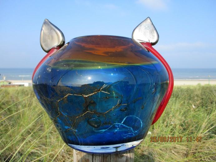 Douanehuisje juni: Bikkel Artist: glasobjecten en stillevens