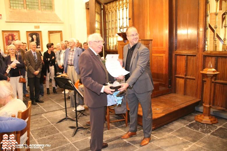 Erepenning Hervormde Kerk voor 50 jarig jubileum organist
