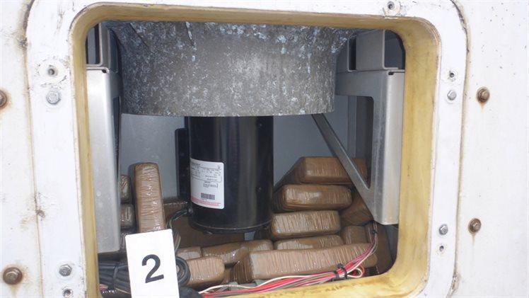 Douane vindt 65 kilo cocaïne in koelmotor container