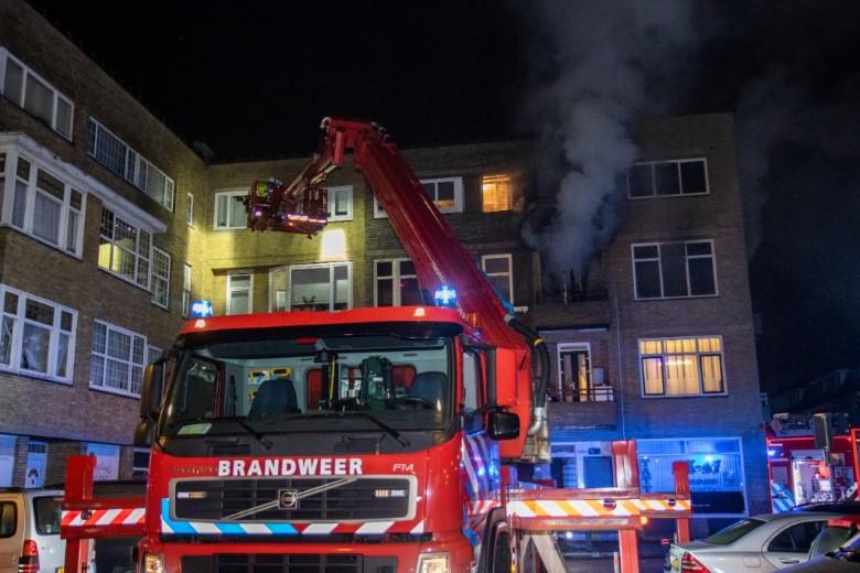 Vier personen van balkon gered bij grote brand
