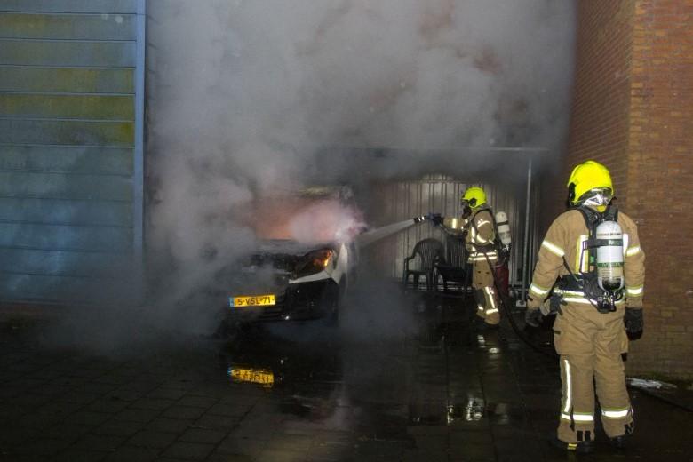 Wederom voertuig verwoest in Vlaardingen door brand