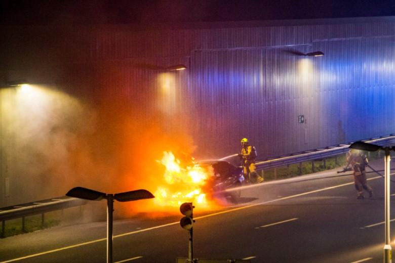 Auto uitgebrand op de verlengde A4