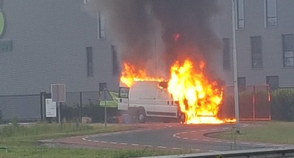 Auto uitgebrand op de N223