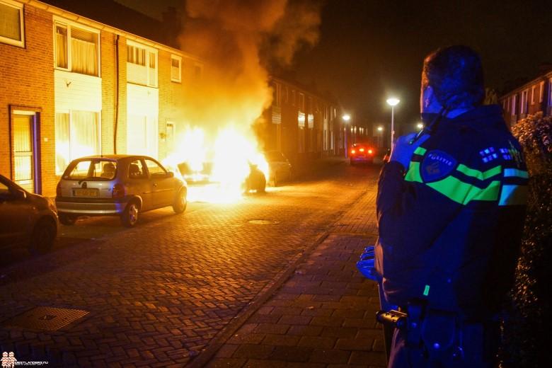 Veel schade door autobrand Jacob Catsstraat