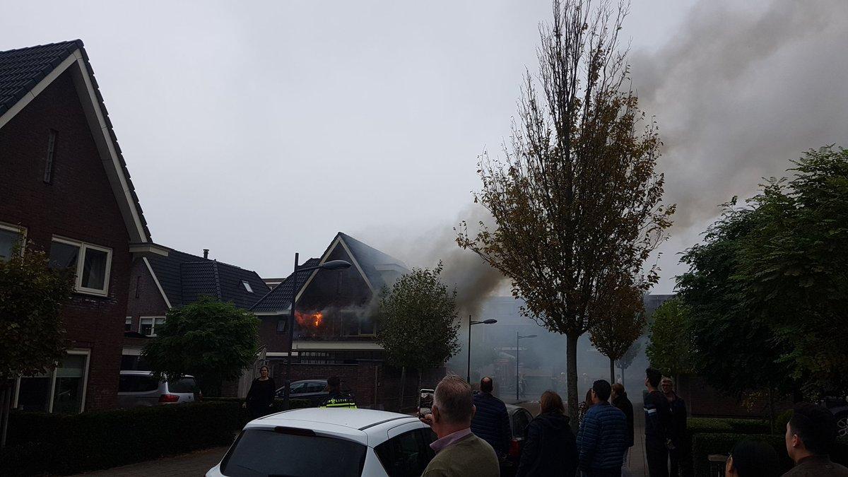 Uitslaande brand bij woning De Dintel