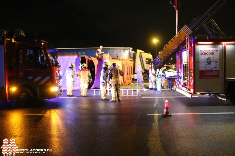Vrachtwagen maakt schuiver op Westerleeplein