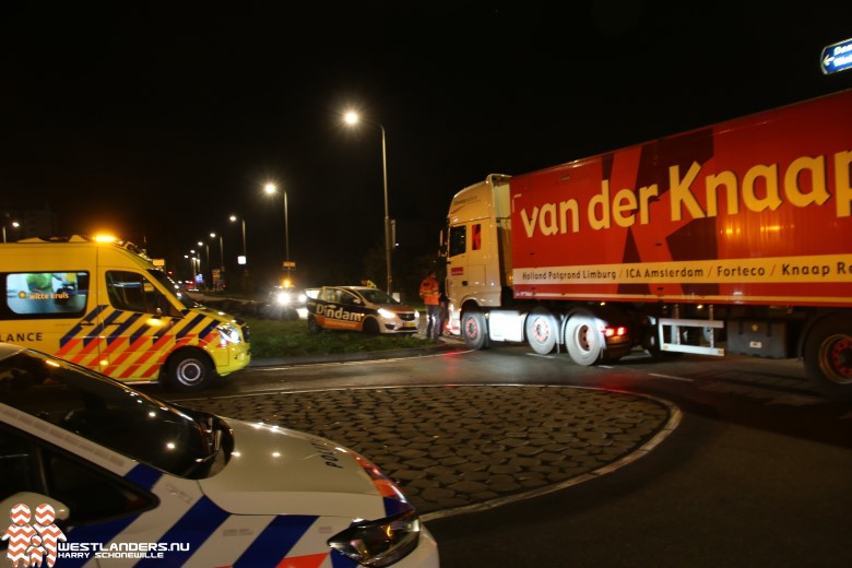 Auto in botsing met vrachtwagen Poeldijkseweg