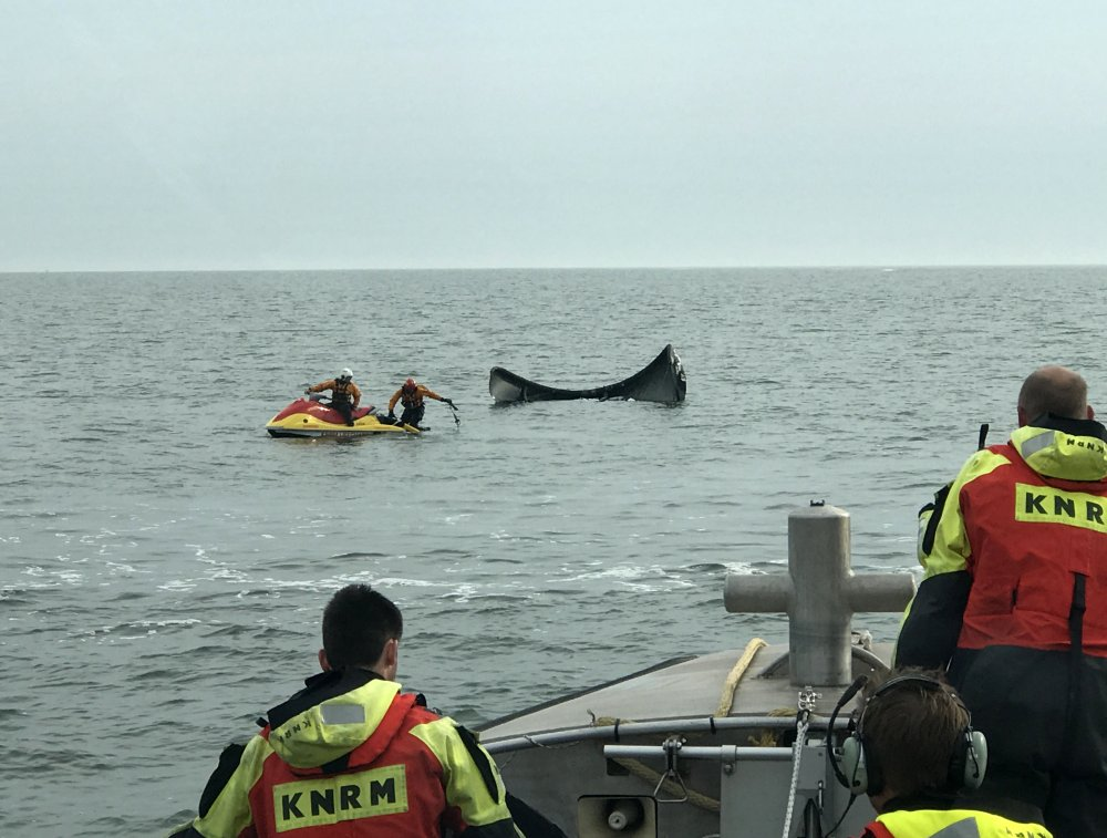 Kitesurfer in problemen bij Maasvlakte