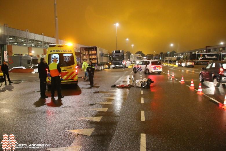 Scooterrijdster gewond na ongeluk bij FloraHolland