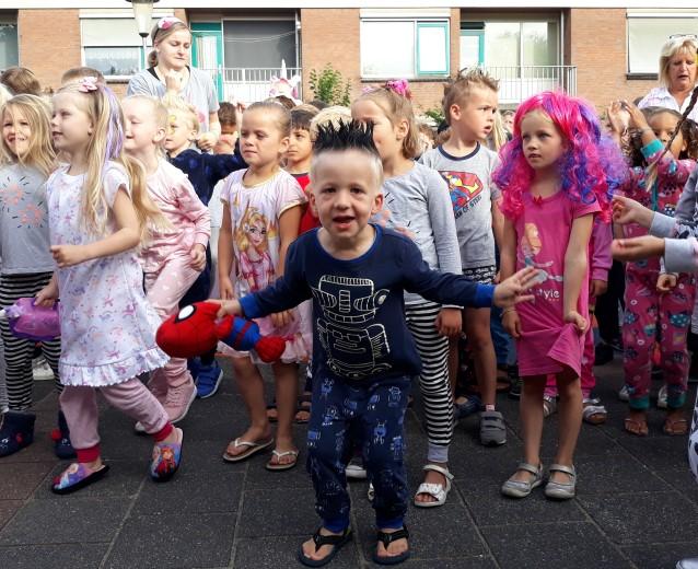 Kinderen organiseren unieke pyjamadag