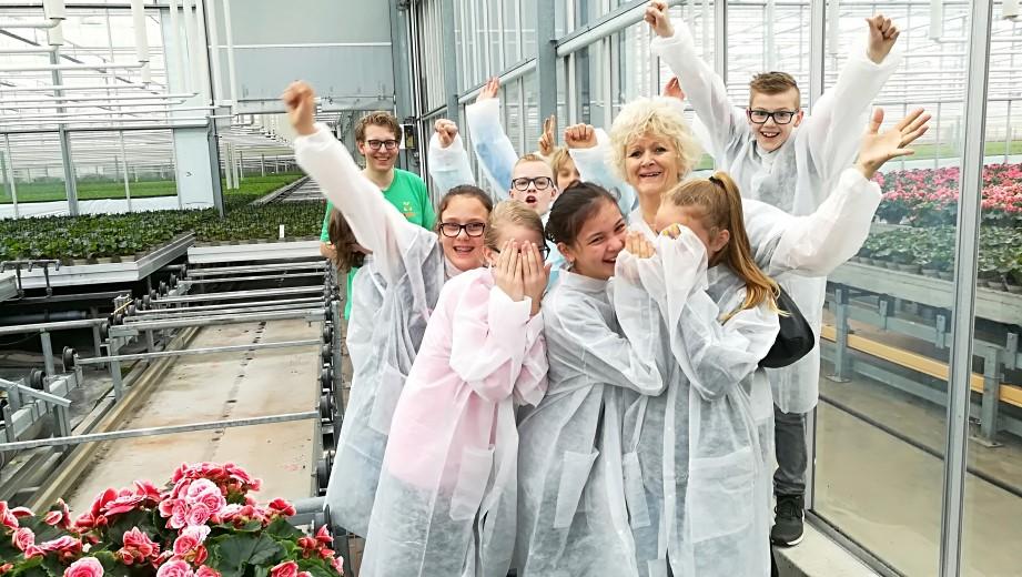 Kennedyschool bezoekt tuinbouwbedrijven