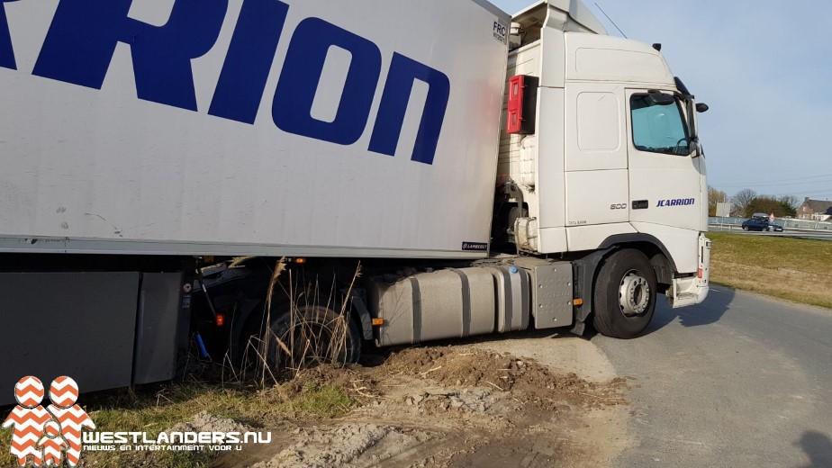 Weer vrachtwagen vast bij het Blauwe hek